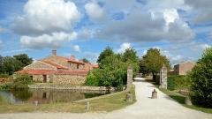 Château de la Chabotterie - Français:   Entrée du domaine du Château de la Chabotterie - Saint-Sulpice-le-Verdon, Vendée