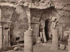 Eglise - Crypte de l'église de Vouvant. Photographie de Jules Robuchon.