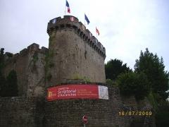 Anciennes fortifications - Ελληνικά: Το κάστρο της Αβράνς (Ντονζόν)