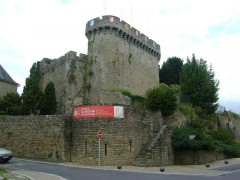 Anciennes fortifications - Français:   Anciennes fortifications d\'Avranches, Manche. La courtine survivante de l\'ancien donjon.