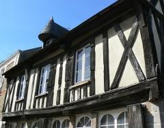 Maison à pans de bois - Français:   Maison à pans de bois d\'Avranches (50) datée du 15ième siècle.