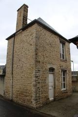 Ancienne loge maçonnique - Français:   Ancienne loge maçonnique (à présent réserve du RAM «les sarcelles»)
