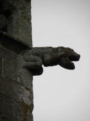 Eglise et cimetière qui l'entoure - Français:   Gargouille du clocher de l\'église Notre-Dame de Genêts (50).