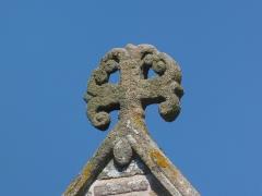Abbaye de la Lucerne - Français:   La Lucerne-d\'Outremer (Normandie, France). Cette croix antéfixe ancrée du XVe siècle orne la façade occidentale de l\'église abbatiale.
