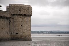 Remparts, enceinte de la ville et ses dépendances - English: Walls of Mont-Saint-Michel