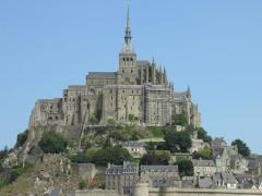 Remparts, enceinte de la ville et ses dépendances - Vue du Mont-Saint-Michel (Manche, France).
