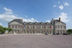 Château - Français:   Château des Matignon, Torigni-sur-Vire, Manche, 2017.