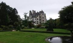 Domaine du château de Tourlaville (également sur commune de La Glacerie) - This building is indexed in the Base Mérimée, a database of architectural heritage maintained by the French Ministry of Culture,under the reference PA00110621 .