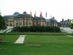 Château et ses communs -  Une vue du château