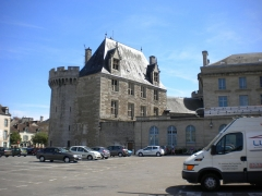 Ancien château - This building is classé au titre des monuments historiques de la France. It is indexed in the base Mérimée, a database of architectural heritage maintained by the French Ministry of Culture,under the reference PA00110691 .