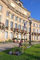 Hôtel de ville - Français:   Hôtel de ville- garden of Town hall in Foch square