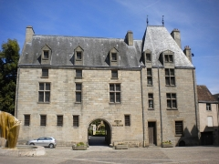 Maison d'Ozé - This building is indexed in the Base Mérimée, a database of architectural heritage maintained by the French Ministry of Culture,under the reference PA00110706 .