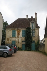 Ancienne habitation de l'Abbesse des Bénédictines - This building is indexed in the Base Mérimée, a database of architectural heritage maintained by the French Ministry of Culture,under the reference PA00110721 .