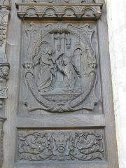 Chapelle Notre-Dame-de-Pitié - Façade occidentale de la chapelle Notre-Dame-de-Pitié de Longny-au-Perche (61). Porte. Détail. La Visitation.