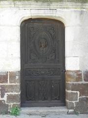 Chapelle Notre-Dame-de-Pitié - Chapelle Notre-Dame-de-Pitié de Longny-au-Perche (61). Extérieur. Porte méridionale.