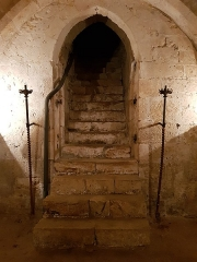 Ancienne collégiale de Toussaint - Français:   L\'escalier de la crypte Saint-André.