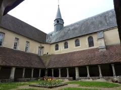 Ancien couvent des Clarisses de Saint-François - Français:   Cloître du Couvent St François, à Mortagne-au-Perche