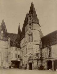 Château d'O - Deutsch: Ansicht des Innenhofes von Schloss O in Mortrée, Frankreich