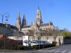Cathédrale Notre-Dame - Vue de la cathédrale romane et gothique, construite entre le XIéme et le XVéme siècle