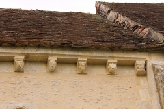 Eglise de Mirebel et son ancien cimetière - Français:   Modillons de l\'église Saint-Pierre de Mirbel à Biéville-Quétiéville (Calvados)