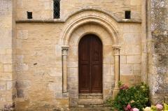 Eglise de Mirebel et son ancien cimetière - Français:   Église Saint-Pierre de Mirbel à Biéville-Quétiéville (Calvados)