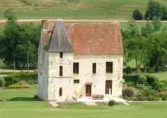 Manoir de Tonnencourt - English:   Manor of Cheffreville in Cheffreville-Tonnencourt (Calvados, France).