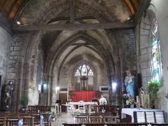 Eglise - Français:   L\'intérieur de l\'église.