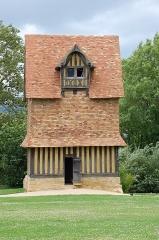 Ancien manoir - Deutsch: Taubenhaus Crevecoeur en auge in der Normandie im Department Calvados