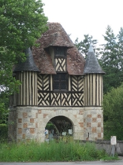 Ancien manoir - Deutsch: Torhaus Crevecoeur en auge in der Normandie im Department Calvados