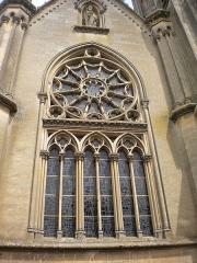 Basilique - Basilique Notre-Dame de la Délivrande, rosace vue de l'extérieur