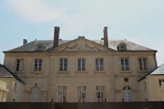 Hôtel Saint-Léonard - Français:   Hôtel Saint-Léonard au 12 rue Victor Hugo à Falaise (Calvados)