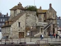 Bâtiment dit la Lieutenance - English: The Old Lieutenancy, Honfleur, France, ca. 1895
