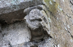 Ancienne église - Français:   Modillon de la tour-clocher de l\'église Saint-Quentin de Luc-sur-Mer (Calvados)
