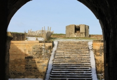 Ancienne redoute - Français:   Escaliers à l\'intérieur de la redoute de Merville-Franceville (Calvados)