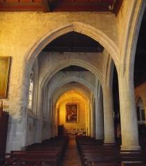 Eglise Notre-Dame - Français:   Orbec (Normandie, France). Bas-côté de l\'église Notre-Dame et sa série d\'arcs-diaphragmes.