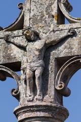 Croix du cimetière - Français:   Christ en croix sur la croix du cimetière de Saint-Pierre-de-Mailloc.