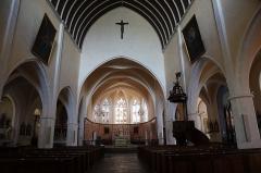 Ancien prieuré - Français:   Église Saint-Laurent d\'Arnay-le-Duc (21). Intérieur. Nef principale.