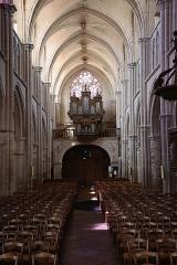 Eglise Notre-Dame - Intérieur de l'église Notre-Dame d'Auxonne (21). Vue de la nef vers le massif occidental.