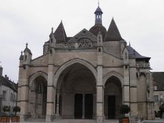 Eglise Notre-Dame et son presbytère - Collégiale Notre-Dame à Beaune (Côte-d'Or, France).