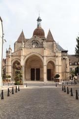 Eglise Notre-Dame et son presbytère - Collégiale Notre-Dame (Beaune, Côte-d'Or), vue depuis le parvis.