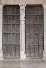 Eglise Notre-Dame et son presbytère - Porche de la basilique Notre-Dame de Beaune (21). Vantaux du portail central.