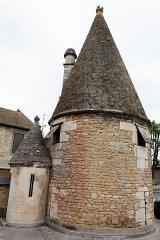 Fortifications - Français:   Une tourelle des anciens remparts de Beaune.