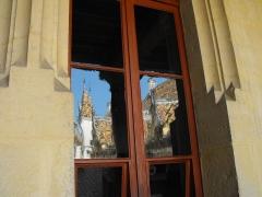 Hôtel-Dieu ou Hospices civils de Beaune - Hôtel-Dieu de Beaune, Réflexion dans une fenêtre