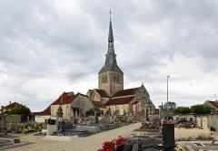 Eglise - Nederlands: Belan-sur-Ource (departement Côte-d'Or, Frankrijk): het kerkhof en de Maria-Tenhemelopnemingkerk