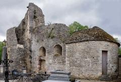 Château des ducs de Bourgogne (ruines) - Français:   Ruines du château des ducs de Bourgogne à Châtillon-sur-Seine (Côte-d\'Or, région Bourgogne, France): la tour de la Guette (à gauche) et la tour Sainte-Anne (à droite).