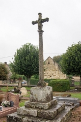Croix - English: Cross in the cemetery of Clamerey, France. Monument historique.
