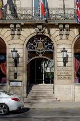 Hôtel de la Cloche - Français:   Porte du Grand hôtel la cloche, place Darcy à Dijon (France)