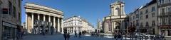 Théâtre - Français:   Vue panoramique de la place du Théâtre de Dijon, depuis le nouvel aménagement de la place du Théâtre. (Dijon, Côte d\'Or, Bourgogne, France)