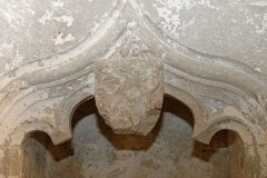 Ancienne abbatiale Saint-Pierre de Flavigny - Français:   Les armes de Jean de Bourbon, dans la crypte de l\'abbaye Saint-Pierre de Flavigny-sur-Ozerain (Côte d\'Or, Bourgogne-Franche-Comté, France).