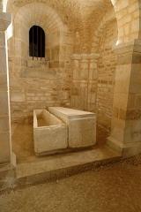 Ancienne abbatiale Saint-Pierre de Flavigny - Français:   Collatéral sud dans la crypte de l\'abbaye Saint-Pierre de Flavigny-sur-Ozerain (Côte d\'Or, Bourgogne-Franche-Comté, France).